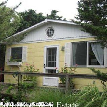 Fair Harbor Beach house within steps of the ocean # 108
