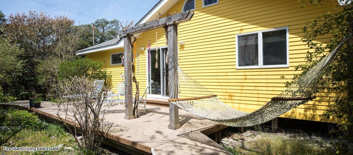 Saltaire Beach house with lovely decks